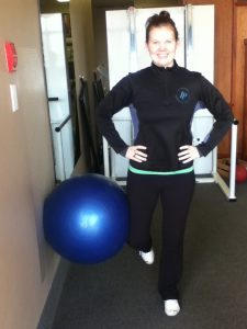 Good hip stabilization, good posture, ball supported by bent knee
